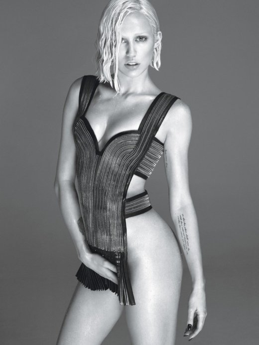 800x1067xmiley-cyrus-w-magazine2.jpg.pagespeed.ic.qYVi0WlZ4O